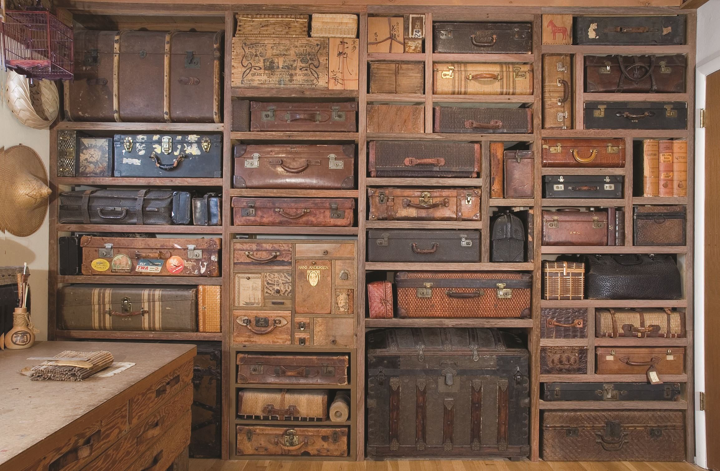 Rieke Suitcase Wall