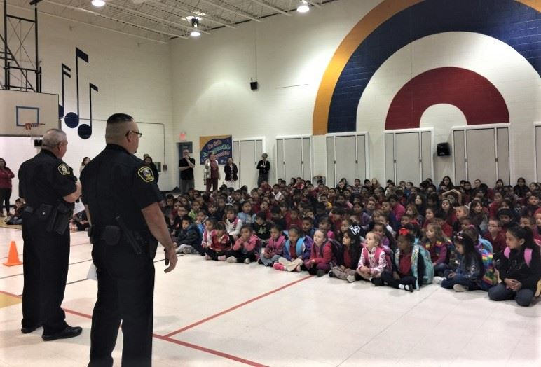 Red Ribbon Week Nancy Lopez Elementary Commander Gonzales and Officer Romero (10-23-17)