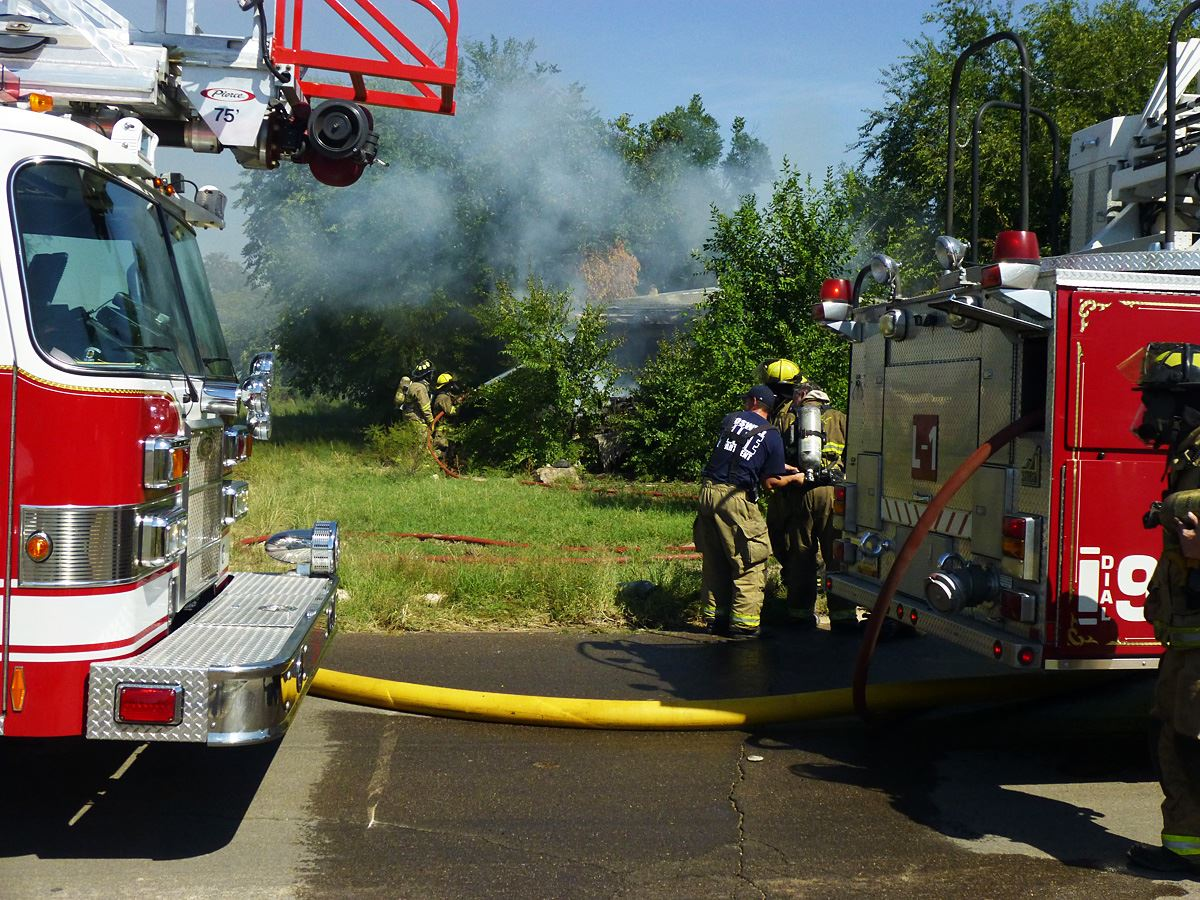 structure fire 800 block W. 11th (9-28-15)